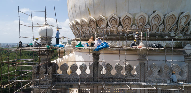 Craftsmen re-plastering the surface of the dome of the Tomb of Abdullah Qutb Shah