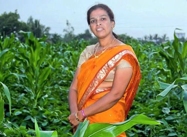 Manasi Kulkarni on her farm in Nandgaon, Maharashtra, India (Vishal Yadav for Dharma Life)