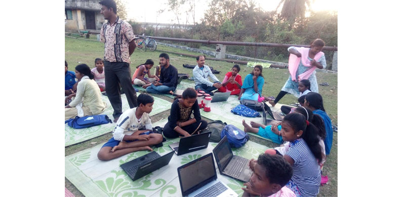 An ITE session in progress with Santhali-Kora students, Khanjanpur, Birbhum, West Bengal